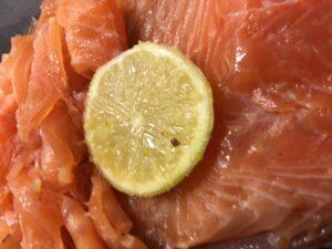 Lachs selber beizen - Rezept für graved Lachs mit Gin